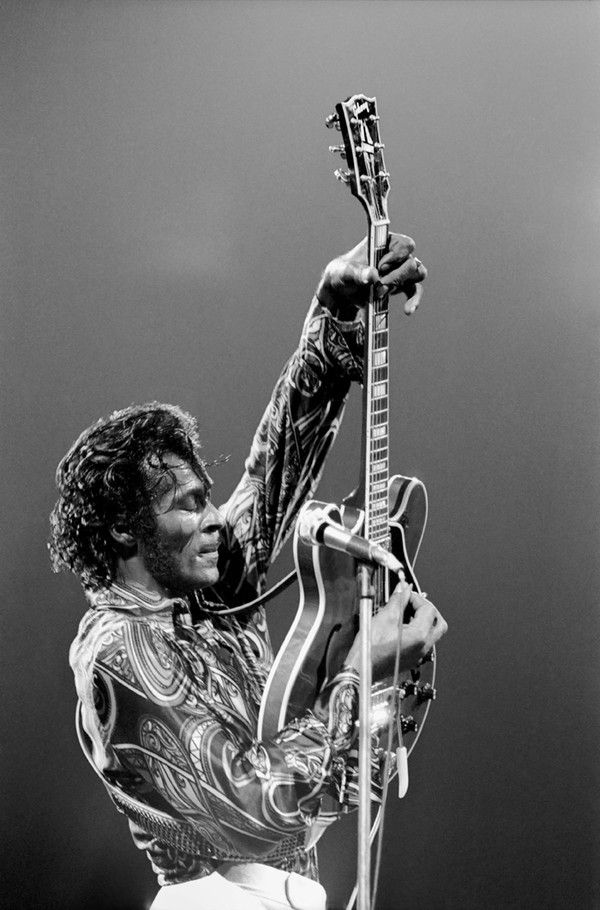 """Charles Edward Anderson """"Chuck"""" Berry, """"Father of Rock 'n' Roll."""" It's a sad day for rock and roll, but his music will live on forever. Hail, hail rock and roll ! Kendrick Lamar, Chuck Berry, Rock N Roll Music, Rockn Roll, Romance, Jimi Hendrix, John Lennon, Music Artists, Hollywood"""