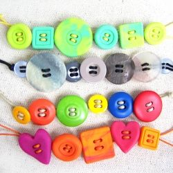 This step by step tutorial will show you how to make adorable button bracelets in under 5 min!    Great Idea for my girls and birthday craft.