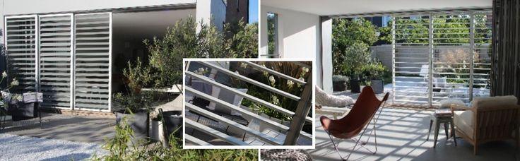 collage alu shutters ( styleshutters)  Dit systeem bestaat uit 3 x een schuifrail, met in iedere rail een paneel. Op deze manier kunnen de panelen voor elkaar worden geschoven. Ieder paneel is voorzien van een fixeerpen zodat de shutterpanelen, afhankelijk van de zoninval, individueel op de gewenste plaats kunnen worden vastgezet. De lamellen worden handmatig gekanteld. Het aluminium shuttersysteem is uitgevoerd in de natuurlijke kleur, geanodiseerd aluminium.