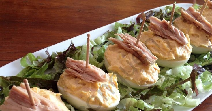 Los huevos rellenos de atún es de los entrantes más sencillos de preparar, los ingredientes que se usan solemos tenerlos siempre en la desp...