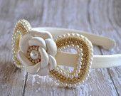 Artículos similares a La muchacha de flor diadema - pieza de cabeza primera diadema de comunión - diadema de boda - niña de las flores - boda accesorio del pelo - diadema de diamantes de imitación en Etsy