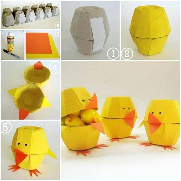 Pollitos con carton de huevo
