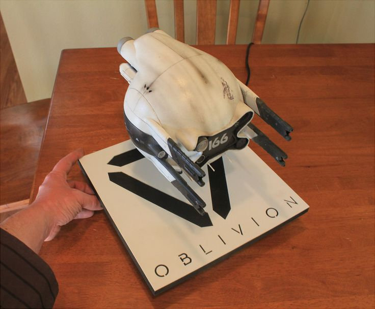 OBLIVION DRONE MODEL KIT - OBLIVION - Prop Replicas, Custom Fabrication, SPECIAL EFFECTS