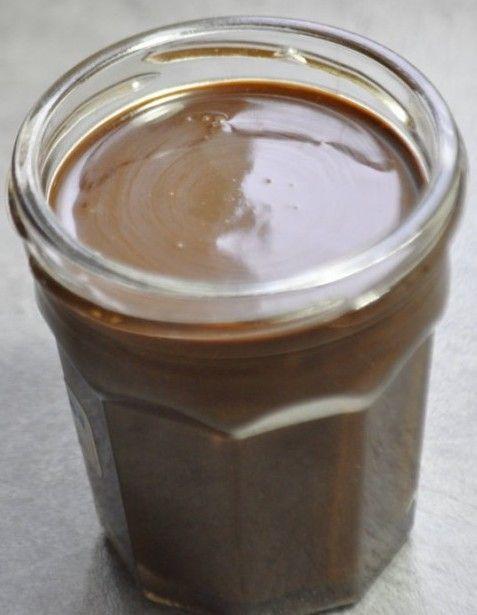 - 75 gr. de pâte de noisette - 120 gr. de sucre de stévia (ou 220 g de sucre semoule) - 50 gr. de cacao en poudre non sucré - 40 gr. d'huile de tournesol - 20 gr. de poudre de lait