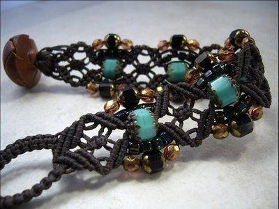 Макраме браслеты для начинающих: схемы плетения простые и с бусинами