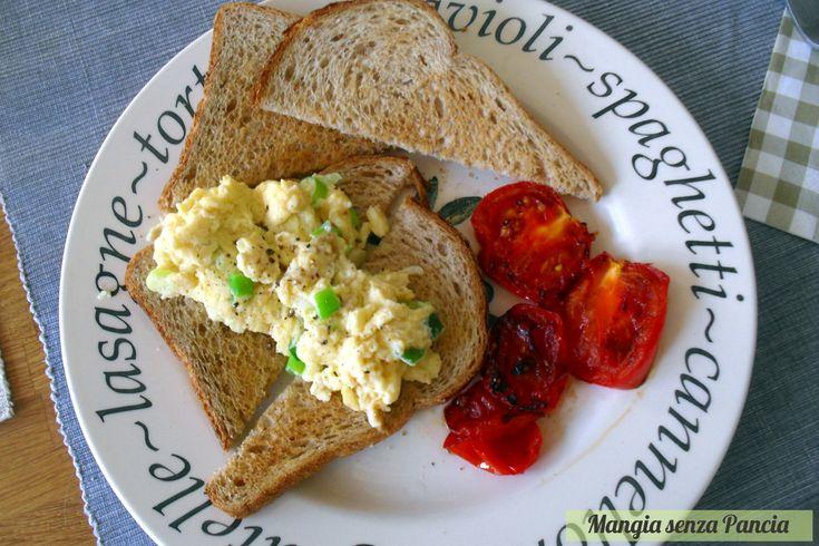 Uova strapazzate light e toast: scrambled eggs on toast