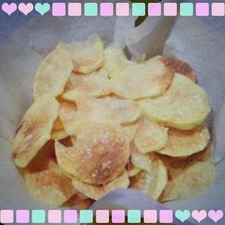 Cómo preparar Patatas chips al microondas, Recetas de Tapas y Aperitivos Vegetarianos y Veganos. Ingredientes: Sal , Patata ,  - Cortar las papas en roda...