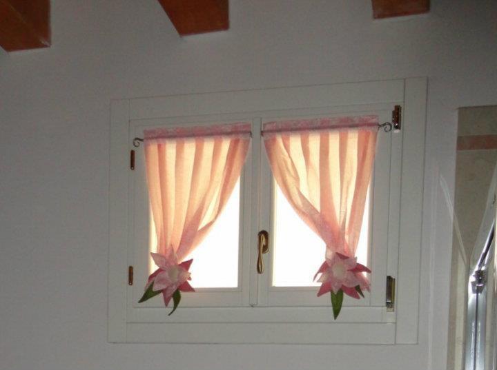 Tendine per il casale antonella with tende finestre - Tende per piccole finestre ...