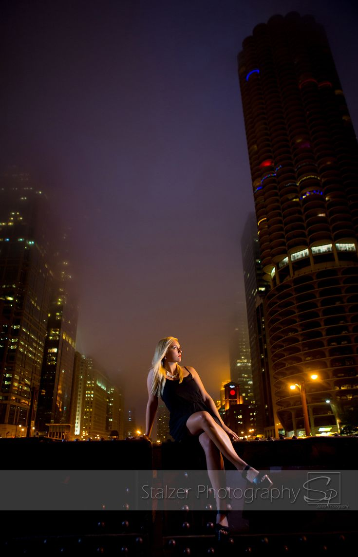 senior, senior pictures, chicago, nighttime, night life, fog, downtown photography