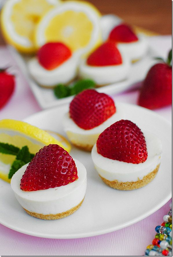 No-Bake Strawberry Lemonade Bites- use omega light butter & low fat gram crackers- they are 79 cal/each (mini) and 158 cal/each (reg muffin cups).