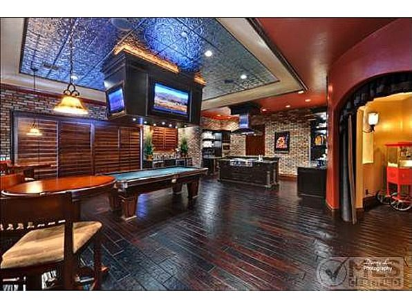 This is really warm and reminds of a oub or sports bar id really like to go to, so why not have it in my dream home??  :) Gentlemen, start your drooling. This home sports the ultimate man cave amenity: Its very own sports pub.