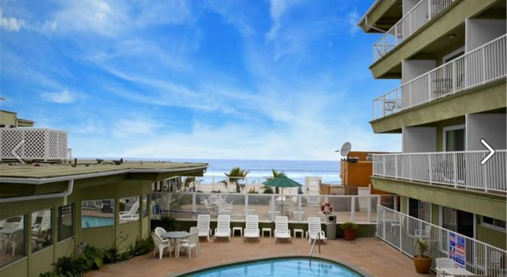 Surfer Beach Hotel San Diego Located on the beach and only 10 minutes drive from attractions such as SeaWorld and the San Diego Zoo, this hotel offers comfortable guestrooms and an on-site restaurant.