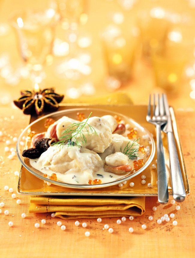 Vous avez envie de vous faire plaisir, de préparer un plat gourmand ? Découvrez cette belle recette de lotte, coquilles saint-jacques et morilles. Un vrai plat de fête !