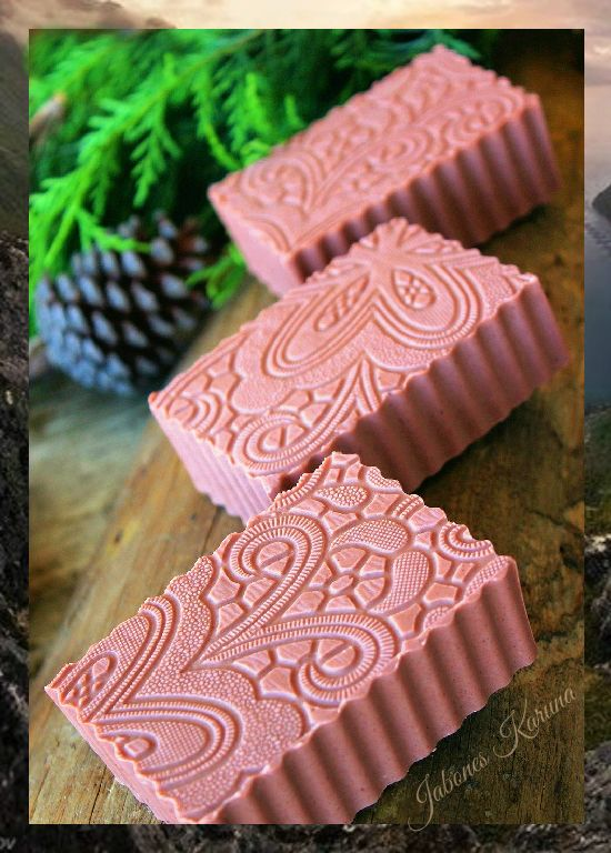 Jabón de arcilla rosa con aceite de rosa mosqueta y leche de arroz. Pink soap clay with rosehip oil and rice milk