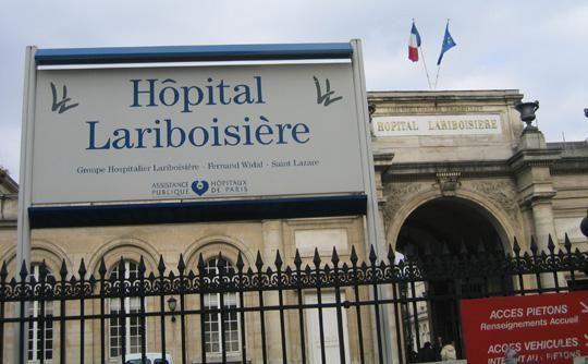 Paris : un homme agonise une dizaine d'heures dans la rue devant l'hôpital et la salle de shoot