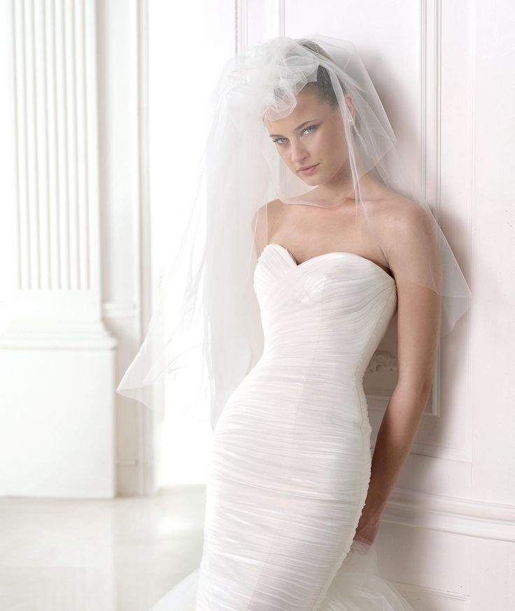 MELINE - Vestido de noiva sereia com folhos de tule. Pronovias 2015.   Pronovias