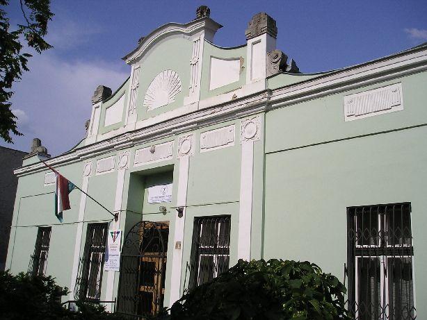 A nyíregyházi Szabolcs páholy páholyháza / The old masonic lodge house in Nyíregyháza - nowadays.