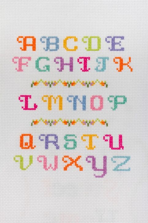 Alphabet cross stitch Letras en punto de cruz                                                                                                                                                                                 Más