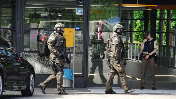 Er is een schietpartij plaatsgevonden in Unterföhring bij München. Er zijn 4 mensen gewond geraakt, waarbij een politieagent zwaargewond raakte. Het was een 37 jarige Duitser die ondertussen is opgepakt. Er is geen sprake van een terroristisch incident. De verdachte heeft de vuurwapen afgenomen van de politieagent en schoot om zich heen. Het gebeurd toen er controle was voor zijn identiteitskaart.