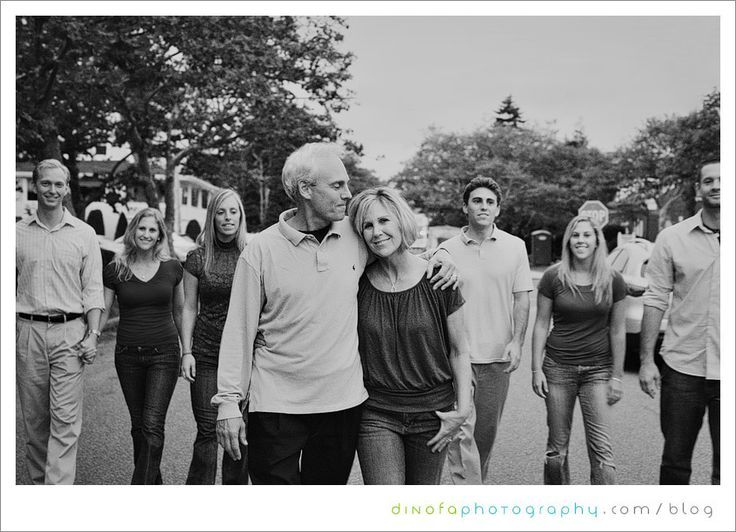 large family photo ideas | large family pose idea | Group/Family Photo Ideas