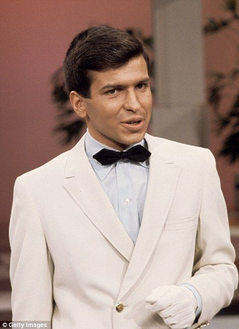 Mia Farrow and Nancy Sinatra have led the tributes to Frank Sinatra Jr. who died of a heart attack on Wednesday while on tour in Daytona Beach, Florida.