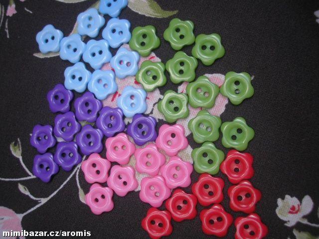 barevné knoflíky KYTIČKY