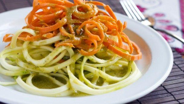 Espaguetis crudivegans amb pesto de cacauets