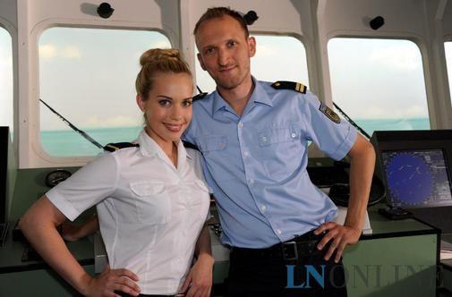 Pia Cornelius und Marten Feddersen von der Küstenwache an Bord der Albatros II