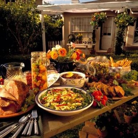 Display Food on a Banquet Table