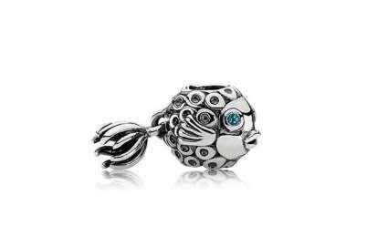 Gioielli Pandora charms, piccoli ciondoli per una calda estate preziosa [FOTO] - Charms in oro, argento e vetro di Murano nelle collezioni Pandora, i piccoli ciondoli simbolo della maison per creare gioielli unici e personali ogni volta sempre diversi