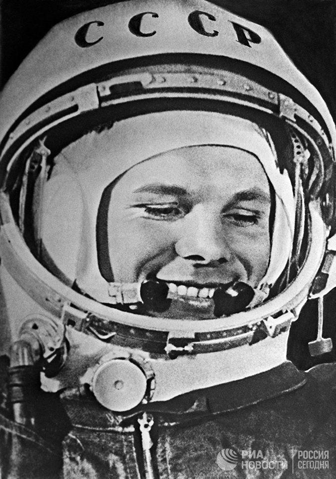 Юрий Гагарин, лётчик-космонавт СССР, первый человек в мировой истории, совершивший полёт в космическое пространство на корабле Восток-1 12 апреля 1961 года
