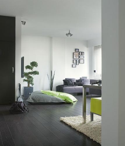 Interieur met donkere vloer en heldere kleuren. Quick-Step Laminaat Perspective -  vloeren ideeën | UW-vloer.nl #laminaatvloer #interieur