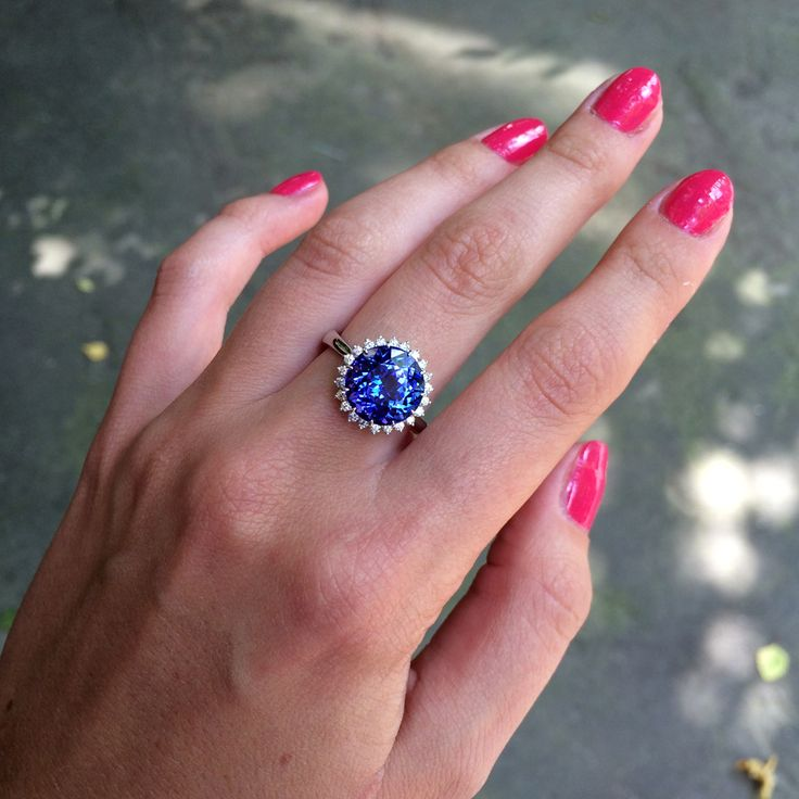 Кольцо с танзанитом и бриллиантами, белое золото #ring #tanzanite #gem #gemstone #jewelry #jewellery