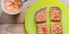 Wil je een keer wat anders op brood? Verse groentespreads zijn niet alleen lekker en voedzaam,je hebt ze ook ineen handomdraai gemaakt! Zelfs je (klein)kinderen zullen hun vingers aflikken bijdezedrie frissespreads. Je maakt ze met standyoghurt, een heel dikke yoghurt. Wortelspread Benodigdheden (voor 5 boterhammen): 1 winterwortel 50 gram (1/2 dl) halfvolle biogarde standyoghurt (beker)…