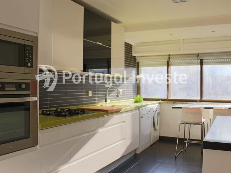 Vende excelente T3, zona nobre de Almada, Ramalha - Portugal Investe