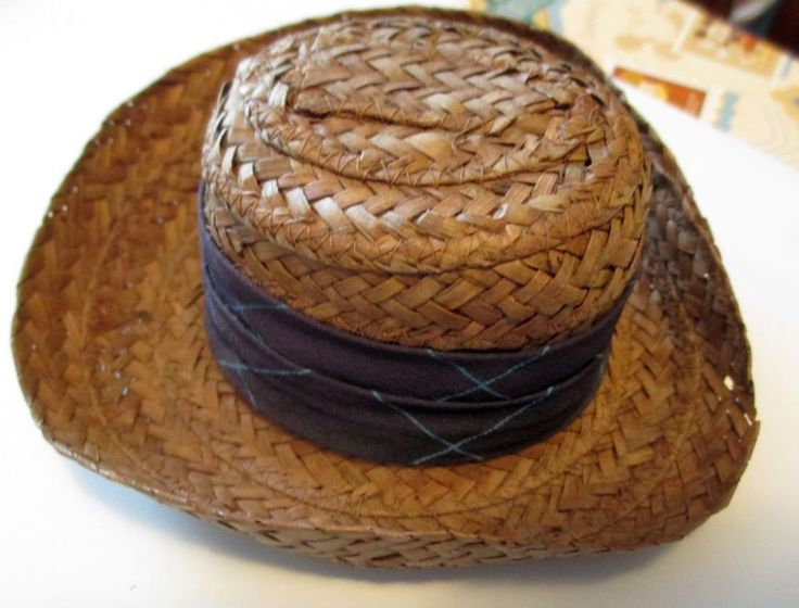 ANTIQUE  STRAW DOBBS MINIATURE HAT SALESMAN SAMPLE