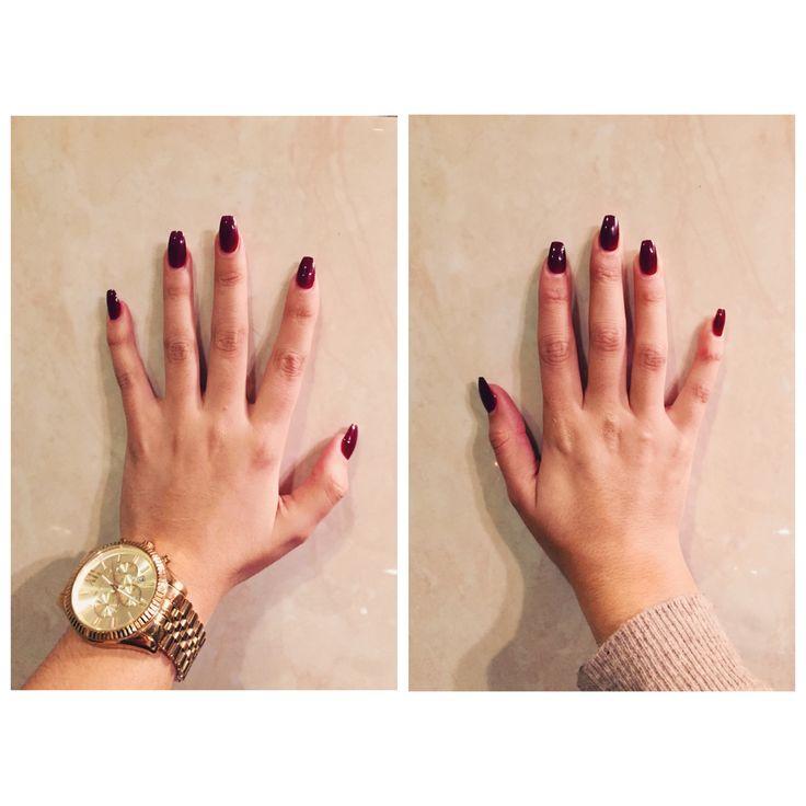 """As unhas pintadas e o relógio representam na fotografia o meu visual e a elegância de uma mulher.    """"My body, my art"""""""
