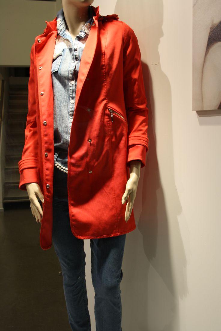 Kırmızı Trençkot