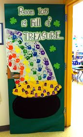 Adorable March Door Decorating Idea for St. Patrick's Day! You could also use it on a bulletin board if you can't decorate your classroom door.