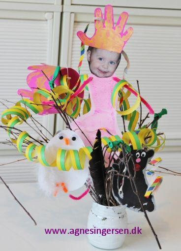 Fastelavnsbuketter som vi har lavet i dagplejen i går, se dem på bloggen: http://agnesingersen.dk/blog/fastelavnsbuketter/ - Easy kids crafts handprint - Kinderbastelideen -