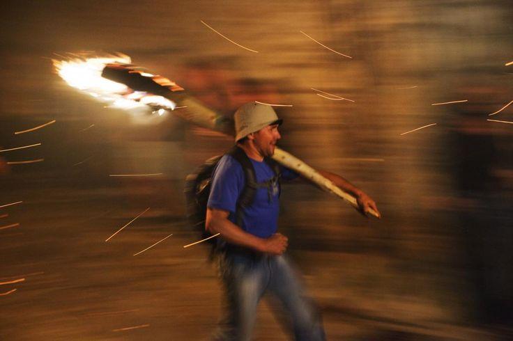 La primerabaixada de fallesés la de Durro, amb la festa de Sant Quirc, a mitjans de juny. És la nit de Sant Joan quan es baixen les falles de Boí. A principi del mes de juliol es correnfallesa Barruera, després Erill la Vall i les darreres són a Taüll, a mitjans de juliol. #UNESCO http://cultura.gencat.cat/ca/departament/estructura_i_adreces/organismes/dgcpt/02_patrimoni_etnologic/03_proteccio/01_declaracions_unesco/#FW_bloc_8f6142a9-4383-11e4-9570-000c29cdf219_1