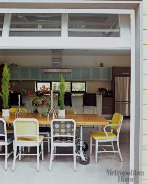garage door!!: The Doors, Tables Legs, Barns Houses, Deco Ideas, Garage Doors, Barns Style Doors, Barns Doors, Outdoor Spaces, Open Kitchens