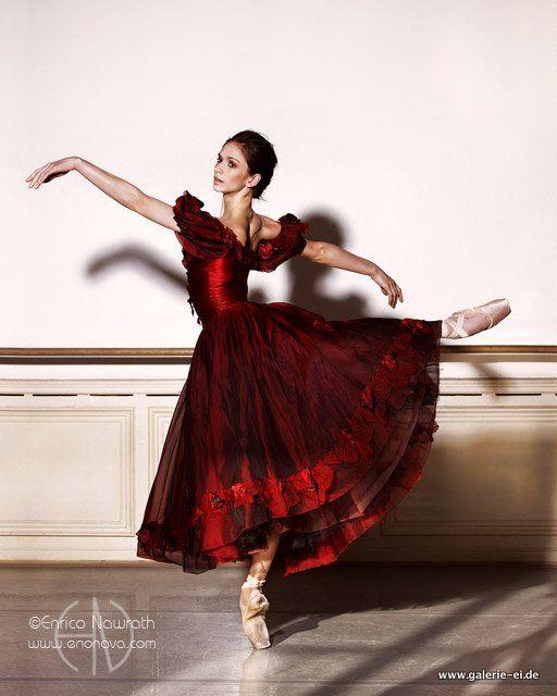 Polina Semionova. Photo by Enrico Nawrath. So pretty with the red dress!