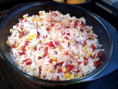 Ryżowa sałatka z krewetkami. - przepis. Przepisy na Dania z ryżu, ciasta, drugie dania, przystawki, napoje, desery, zupy.