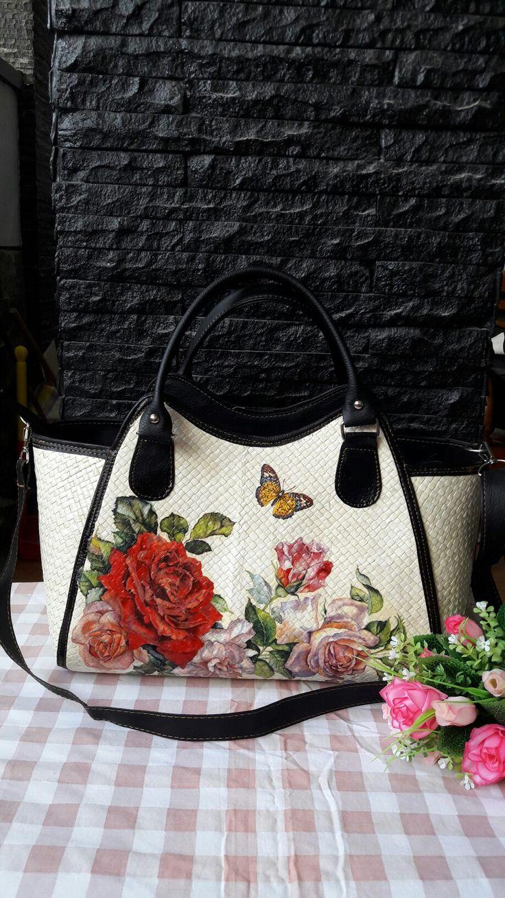 Decoupage bags by orienzcraft, for detail follow ig @orienzcraft