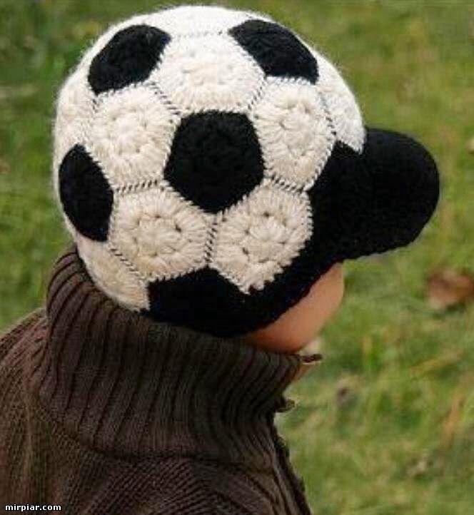 L'angelo dell'uncinetto: Cappello per vero calciatore