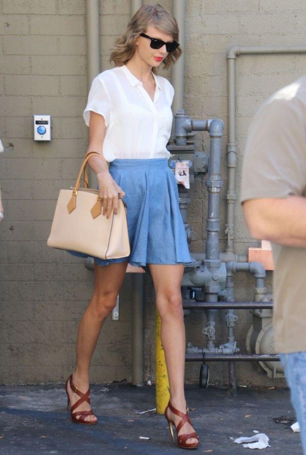 13 Looks Taylor Swift por aí que mostram que a cantora superstar tem estilo muito definido e bastante charmoso. Tem uma pegada girlie, discreta e com toq
