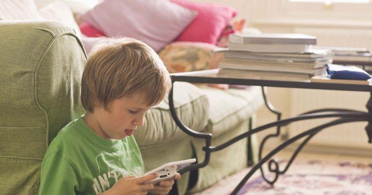 Cómo borrar los datos en los juegos de DS. A diferencia de las consolas para el hogar y de su rival el sistema de juegos portátil PSP, la consola Nintendo Dual Screen (DS) no guarda los datos del juego en el sistema. En su lugar, los juegos se almacenan directamente en el cartucho de juego. Esto significa que cuando deseas borrar los datos del juego, debes hacerlo en cada cartucho ...