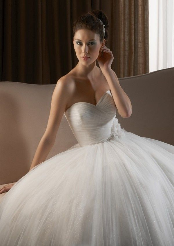 A-Line Strapless Sweetheart Neck Sweep Trailing Tulle Wedding Gowns