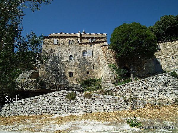 Chemins et jardins : Sivergues et la ferme auberge du Castelas